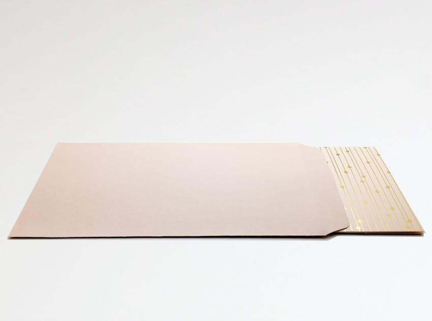 Chèque cadeau dans avec carte dans son enveloppe