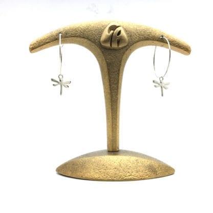 Créoles libellule sur présentoir
