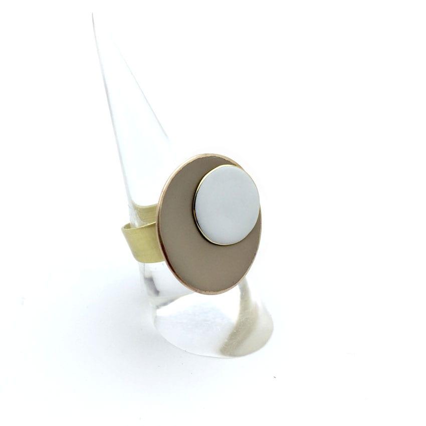 Bague Taupe et blanche avec anneau réglable