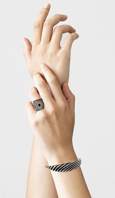 Bracelet art déco sur poignet